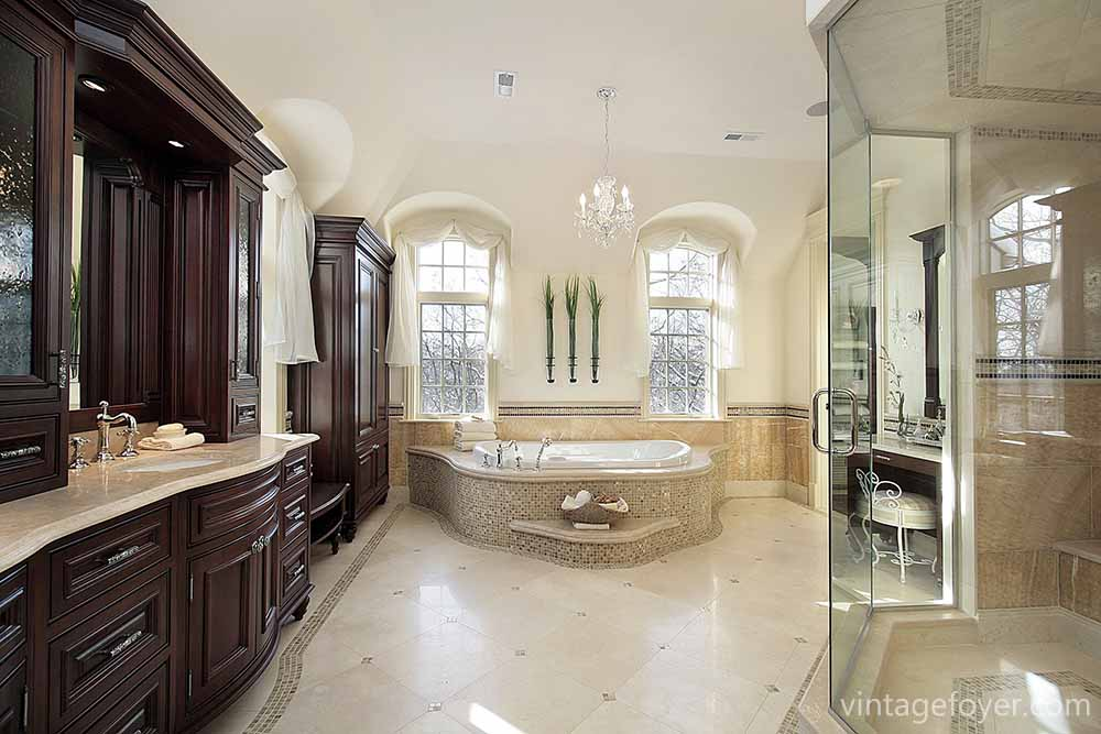 45 luxury bathrooms to inspire your home renovation plans for Huge master bathroom