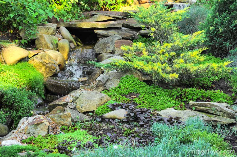 42 incredibly beautiful backyard ponds for your inspiration for Landscaping around ponds