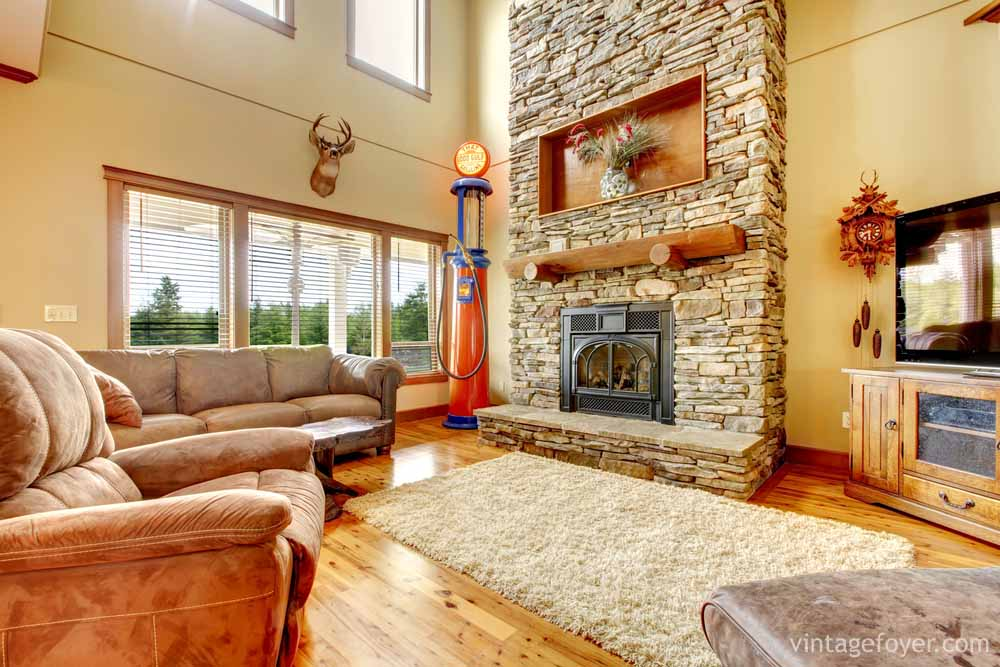 A Throwback Cabin Living Room Brings An Element Of The Old Days To Forefront With Beautiful Wood Floors Comfortable Rug Suede Couches Stone