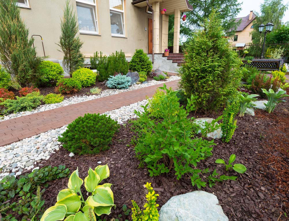 37 inspiring front yard landscaping ideas page 2 of 3 for Pictures of landscaped yards